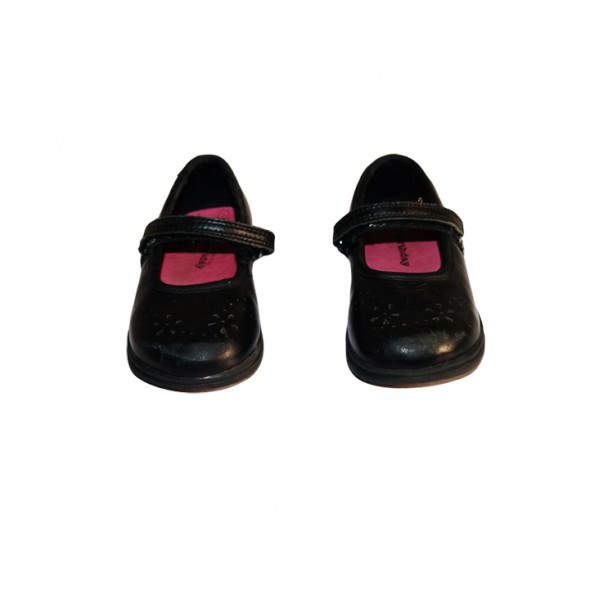 Size 6, kids buckle up leather shoe