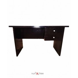 Size 4.7ft X 2.7ft, Office Table